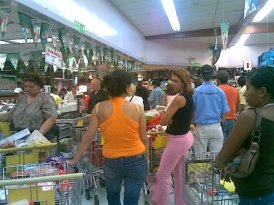 After work congestion at eastern Caracas grocery store